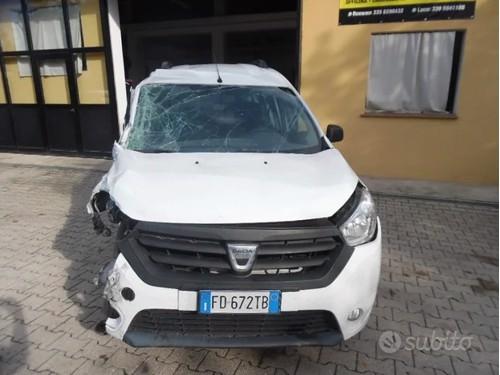 in vendita Nissan micra 1.2 . 2014 km 95 mila euro 5